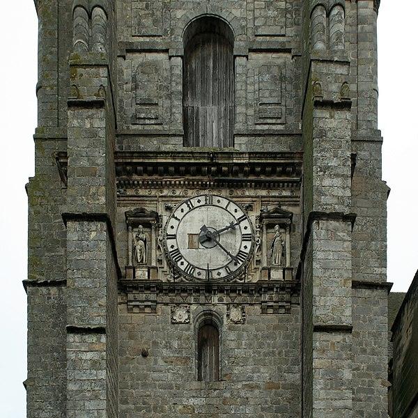 Église Saint-Denis de Sézanne (Marne). Cadran de l'horloge, sur la face sud du clocher.