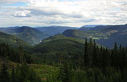 View over Begnadalen from Lærskogen, with the large woodland ranging all over to Randsfjorden on the left and Hedalsfjella in the right background.