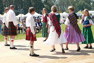 Scottish country dance - Scottish country dancing at the 2005 Skagit Valley Highland Games in Mount Vernon, Washington, US. Tartan sashes should not be pinned to the right shoulder in Scottish dance, unless one is a chief, regiment leader, or spouse of the aforementioned. Despite this protocol, some dancers in England and America do not follow the tradition.