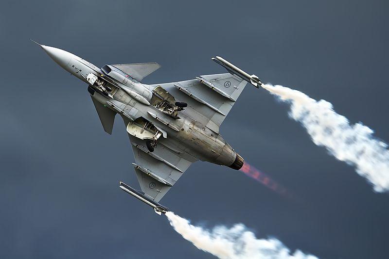 800px-Saab_JAS-39C_Gripen,_Sweden_-_Air_Force_AN2279593.jpg