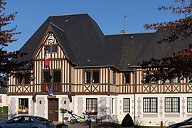 The town hall in Saint-Arnoult