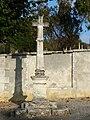 Saint-Martial-de-Valette croix devant cimetière.JPG