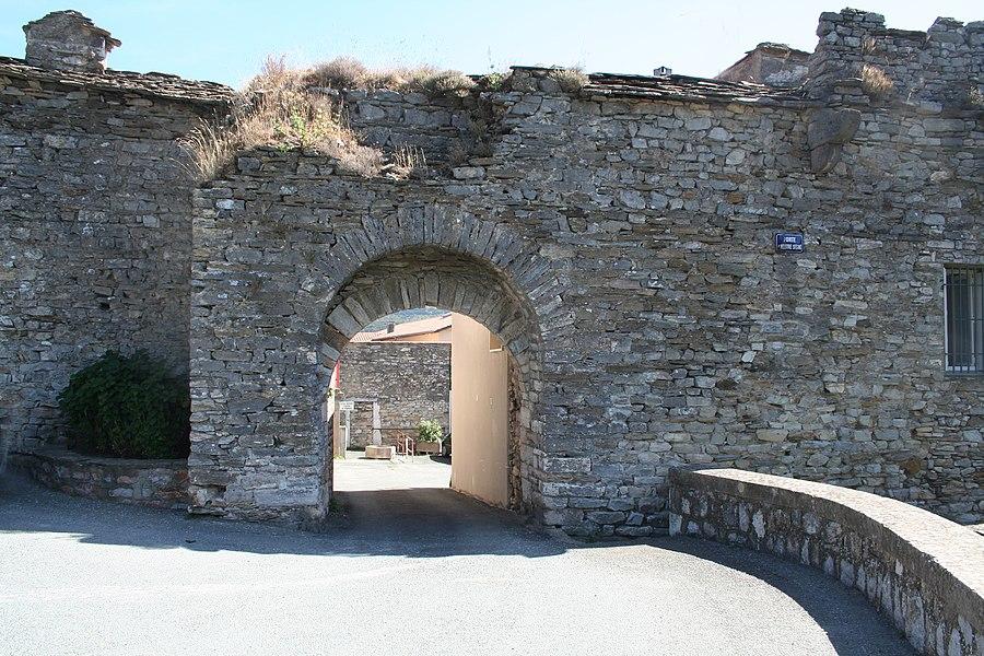 Saint-Pons-de-Thomières (Hérault) - Porte Nòstre Senher (Notre Seigneur en occitan).