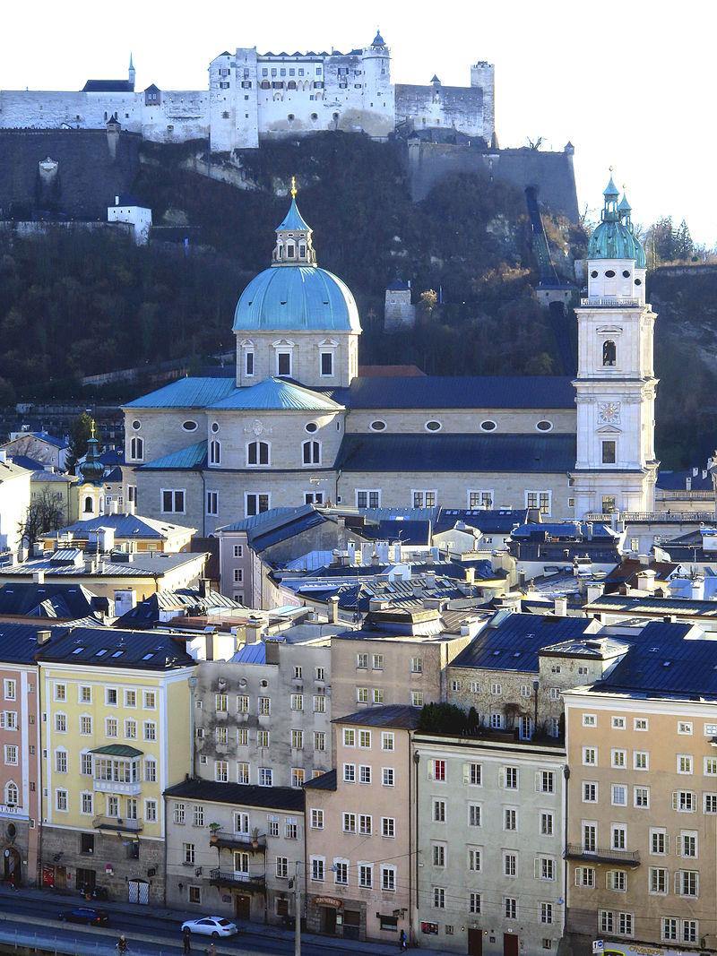 Salzburg Stadtansicht Burg und Dom.JPG