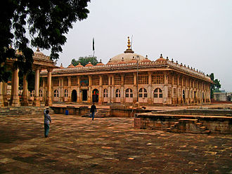 Muzaffar Shah II - The shrine of Sheikh Áhmed Khattu at Sarkhej Roza where Muzaffar Shah II wass buried.