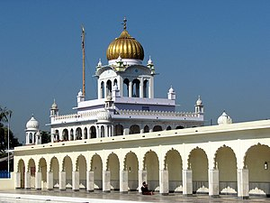 Sikh architecture - Image: Sarovar (sacred pool) at Fatehgarh Sahib Gurdwara, Punjab, India