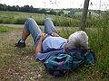 Schlafender Mann vor Windrad.JPG