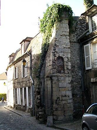 Ramparts of Senlis - Image: Senlis (60), rue Villevert, vestige de l'enceinte gallo romaine