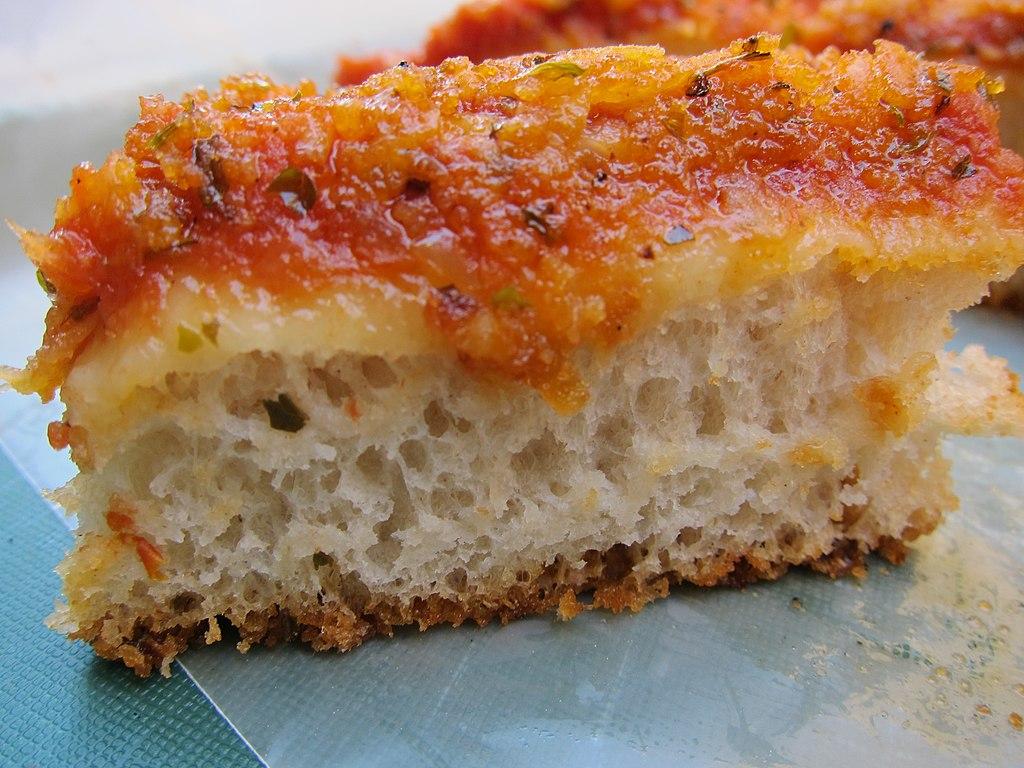 Sfincione palermitano, sorte de pizza originaire de Palerme - Photo de Scott Weiner