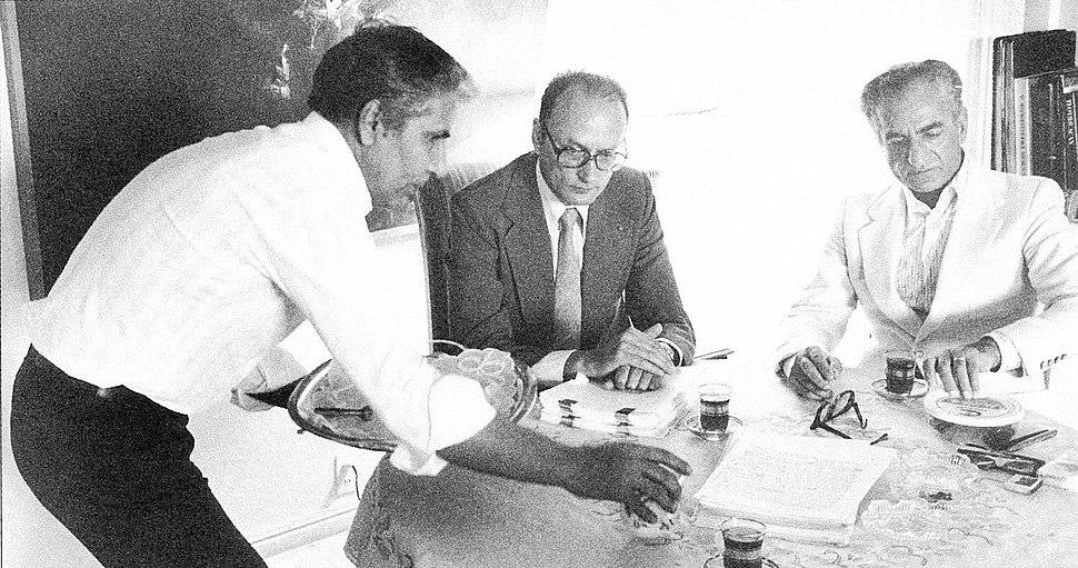Shah Mohammad Reza Pahlavi, Henry Boniet in Cuernavaca, Mexico, 1979.jpg