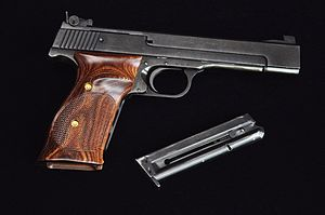 Smith & Wesson Model 41 - Image: Smith and Wesson Model 41 1972