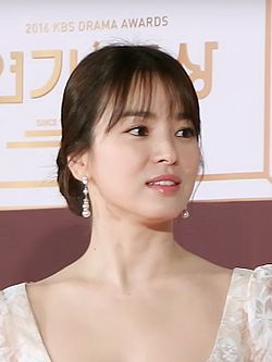 Song Hye-kyo in 2016 KBS Drama Award.jpg