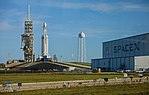 SpaceX Pad 39A with Falcon Heavy (39442579634).jpg