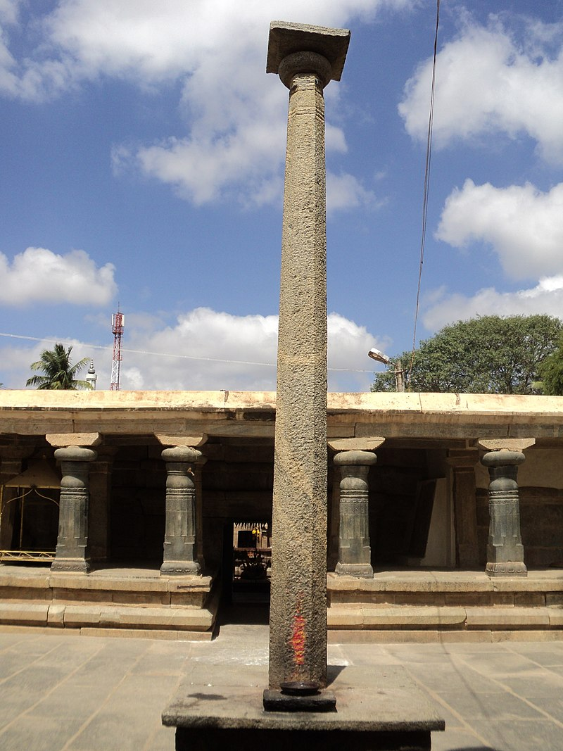 Stambha in the Kolaramma Temple at Kolar.jpg