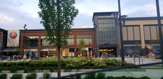 Staten Island Mall - Picture of the Staten Island Mall's new wing, public plaza and front entrance as a result of the 2015 expansion project