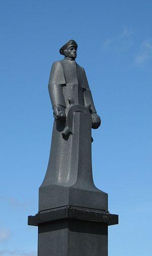 Leif Larsen - Statue of Leif Andreas Larsen on Bryggen in Bergen