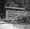 Stegnjeni kozolec z mlako, Podgorica 1949.jpg