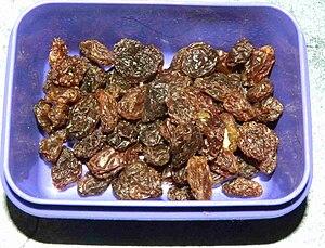 Sultana (grape) - Container of dark sultana raisins for a school lunch