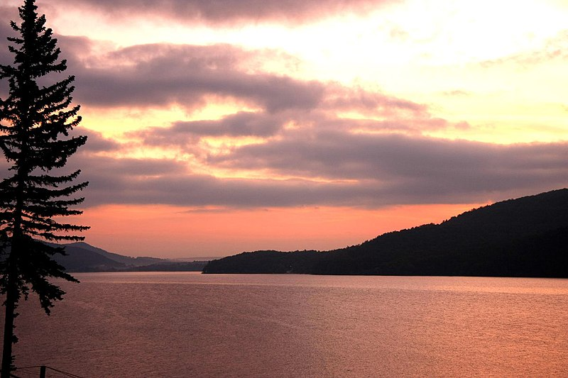 File:Sunrise at New York.jpg