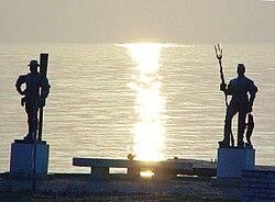 Sunrise at the Fisherman and ferryman statues. - Balatonfüred, Hungary.jpg