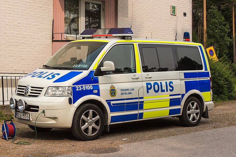 Datei:Swedish police command vehicle.jpg