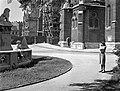 Szentháromság tér. A Szent István szobor talapzata és a Mátyás-templom a Halászbástya felől nézve. Fortepan 72839.jpg