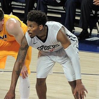 Terry Allen (basketball) - Allen playing for Richmond, 2015