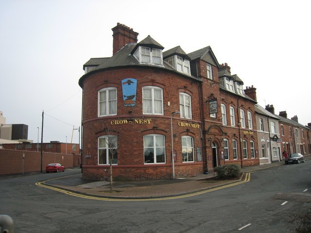 The Crow's Nest Pub - geograph.org.uk - 1559003