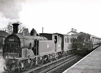 Three Bridges railway station - Image: Three Bridges station with up 'Brighton Belle' passing auto train to East Grinstead geograph 2660107 by Ben Brooksbank