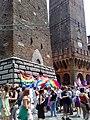 Torre degli asinelli (pride 2008 04.jpg