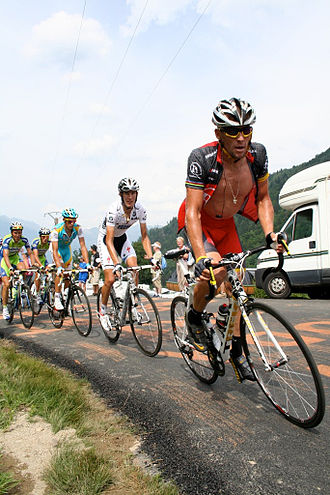 2010 Tour de France - Lance Armstrong followed by other favourites on stage 9