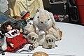 Trödelmarkt Puppen und Stoffhase.jpg