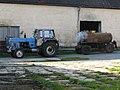 Traktor Fortschritt ZT300 mit Fassanhänger.jpg