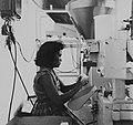 Tropenmuseum Royal Tropical Institute Objectnumber 20007171 Het vullen van suikerzakjes op de sui.jpg