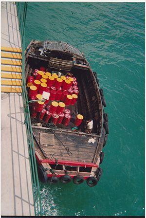 Tongkang - Twakow loading lubricant oil in Singapore