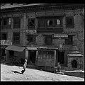 Two Kids in the morning, Bhaktapur (Nepal) (3179543401).jpg