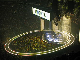How to Dismantle an Atomic Bomb - The indoor legs of the Vertigo Tour featured an ellipse-shaped ramp encircling the main stage, along with LED curtains.