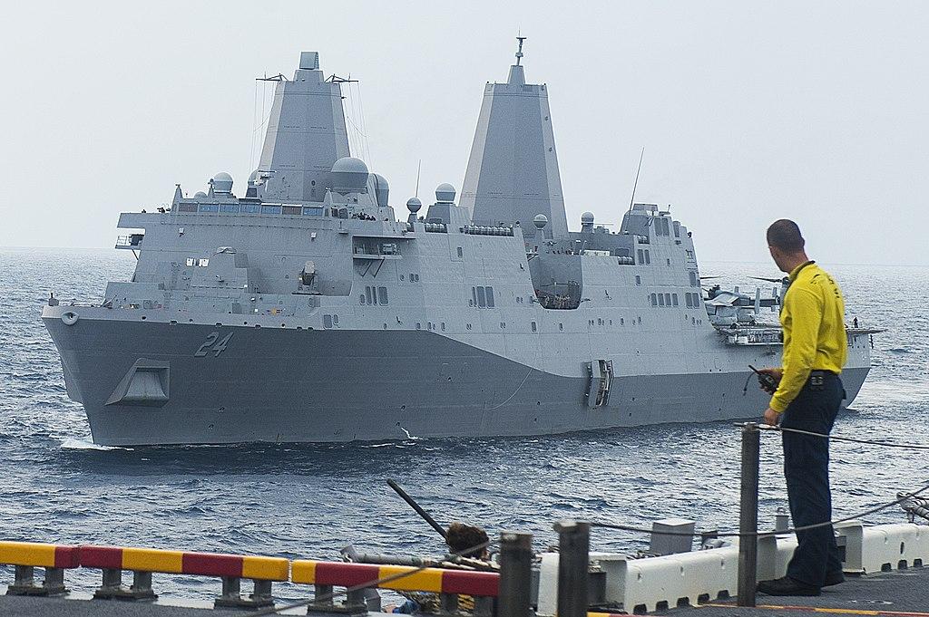 أمريكا: أرسلنا القوة الضاربة إلى الخليج بسبب تحضيرات إيران لمهاجمة عسكريينا - صفحة 2 1024px-USS_Arlington_%28LPD-24%29_underway_in_August_2014