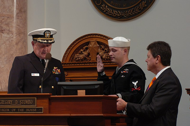 File:US Navy 100121-O-9999L-001 Machinist's Mate second Class David Brunner, an auxiliary man assigned to the fleet ballistic missile submarine USS Kentucky (SSBN 737) (Gold), re-enlists on the floor of the Commonwealth of Kentucky.jpg