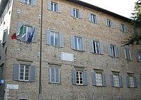 Urbino, piazza rinascimento 3.JPG