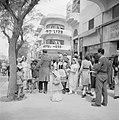 Verklede kinderen samen met volwassenen op straat bij hotel Hess in Tel Aviv bi…, Bestanddeelnr 255-1312.jpg