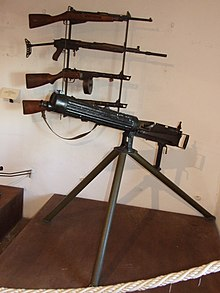 Vickers and rifles Forte di San Leo.JPG