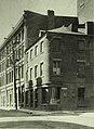 Vieux-Montréal, vers 1908. Coin Nord-Ouest des rues Saint-Paul et Saint-Jean-Baptiste. (7183551638).jpg