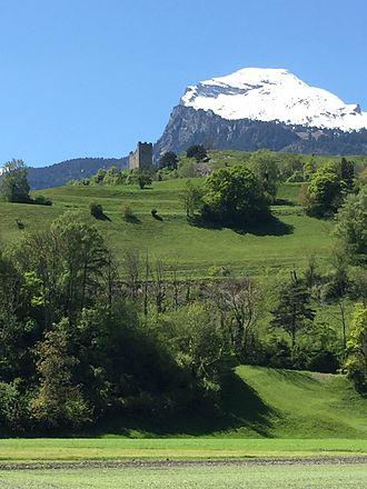 Wartau - Wartau Castle from the B13 road south of Sevelen, Canton Graubünden