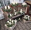 Weiße Kerzen auf Adventskränzen.JPG