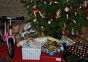 English: Christmas gifts Deutsch: Weihnachtsge...