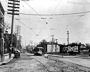 Riverview Corridor - Streetcars run along West Seventh Street in 1918.