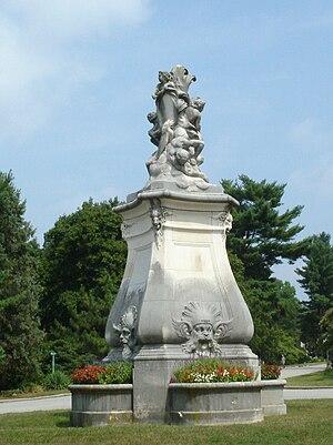 Whitemarsh Hall - Image: Whitemarsh statue