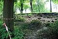 Zámecký park Slavkov u Brna - zřícená zeď 1.jpg