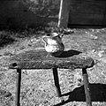 """""""Mijolka"""" (majolika), nekoč rabljena za vino. Pri hiši že menda od l. 1800, Zakraj 1954.jpg"""